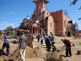 Субботник на строящемся храме.